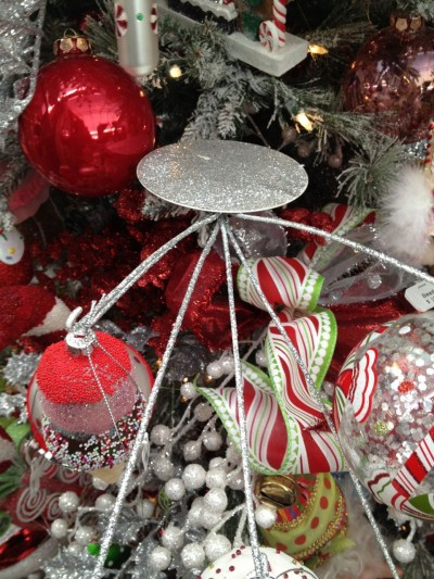 extenders used to hold larger props in decorated trees