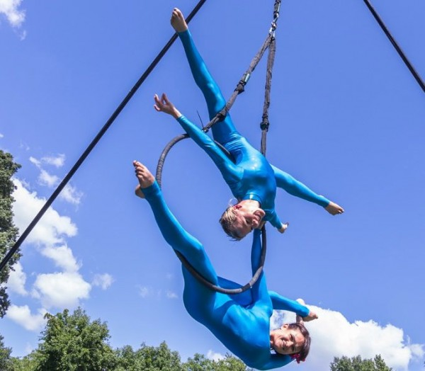 2 aerialists