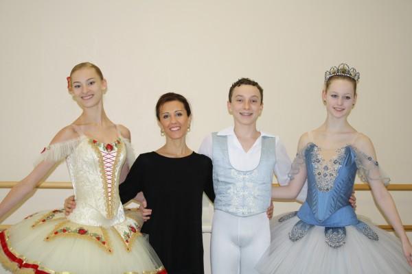 Dancers Nikki Fanney, Cy XXX and Samantha Schaubach with Artistic Director Rossana  Nesta Gahagan