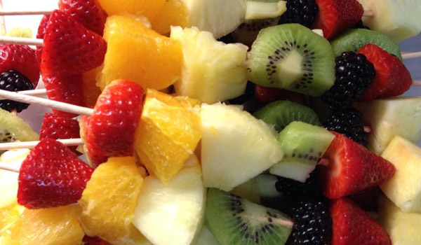 picnic-fruit-skewers