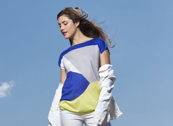 Calvin Klein Jeans color blocked top epitomizes the feeling of Sports Chic