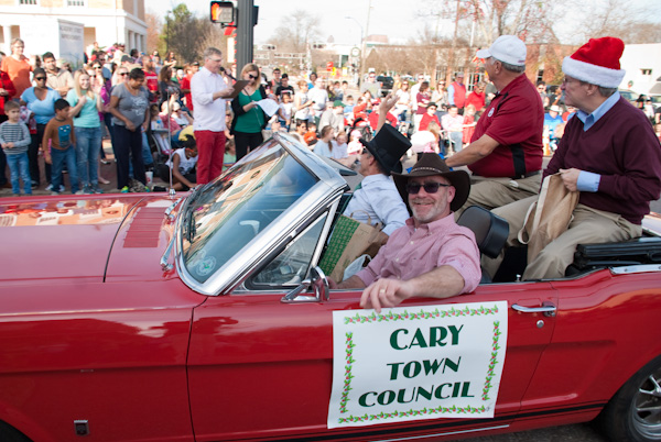 cary-christmas parade-2015-3