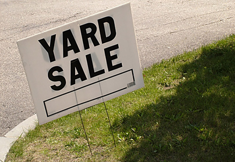 iy7447 yard sale sign